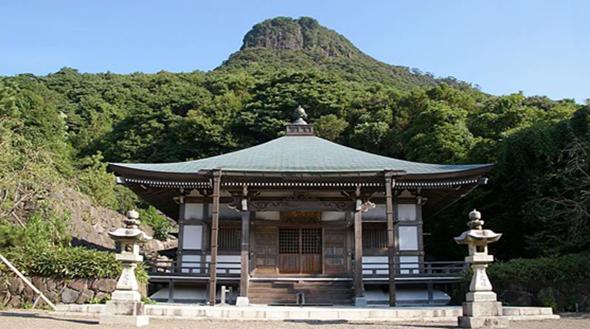 冠岳頂上付近の鎮国寺
